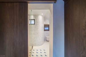 Salle de bain bleue-chalet Megève-Pierre Brac