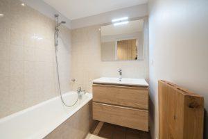 Elia Kuhn- appartement Le Bonhomme Les Contamines Montjoie-salle de bain
