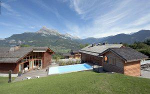 01-Panorama et vue extérieure Guest House Domancy Tema Architectes