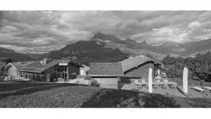 16-Panorama Noir et blanc Guest House Domancy Tema Architectes