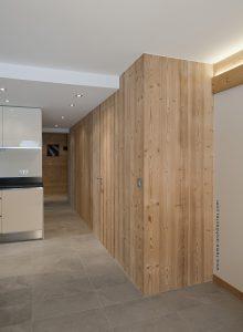 02-Couloir rénové Appartement Les Contamines-Montjoie - Tema Architectes