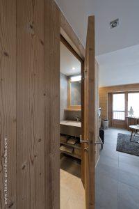 05-Entrée salle de bain Appartement Les Contamines-Montjoie - Tema Architectes