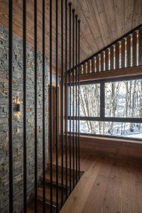 Elia-Kuhn-couloir et escalier-1 Chalet Saint-Nicolas de Véroce