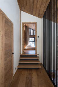 Elia-Kuhn-couloir et escalier-2 Chalet Saint-Nicolas de Véroce