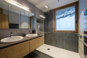 Elia-kuhn-Chambre et salle de bain-8-chalet Saint-Gervais les Bains