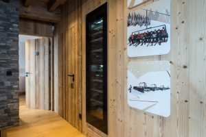 Elia-kuhn-Couloir,escalier et ascenseur-2-chalet Saint-Gervais les Bains
