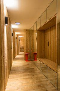 Elia-kuhn-Couloir,escalier et ascenseur-3-chalet Saint-Gervais les Bains