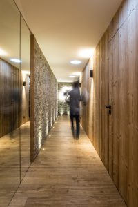 Elia-kuhn-Couloir,escalier et ascenseur-5-chalet Saint-Gervais les Bains